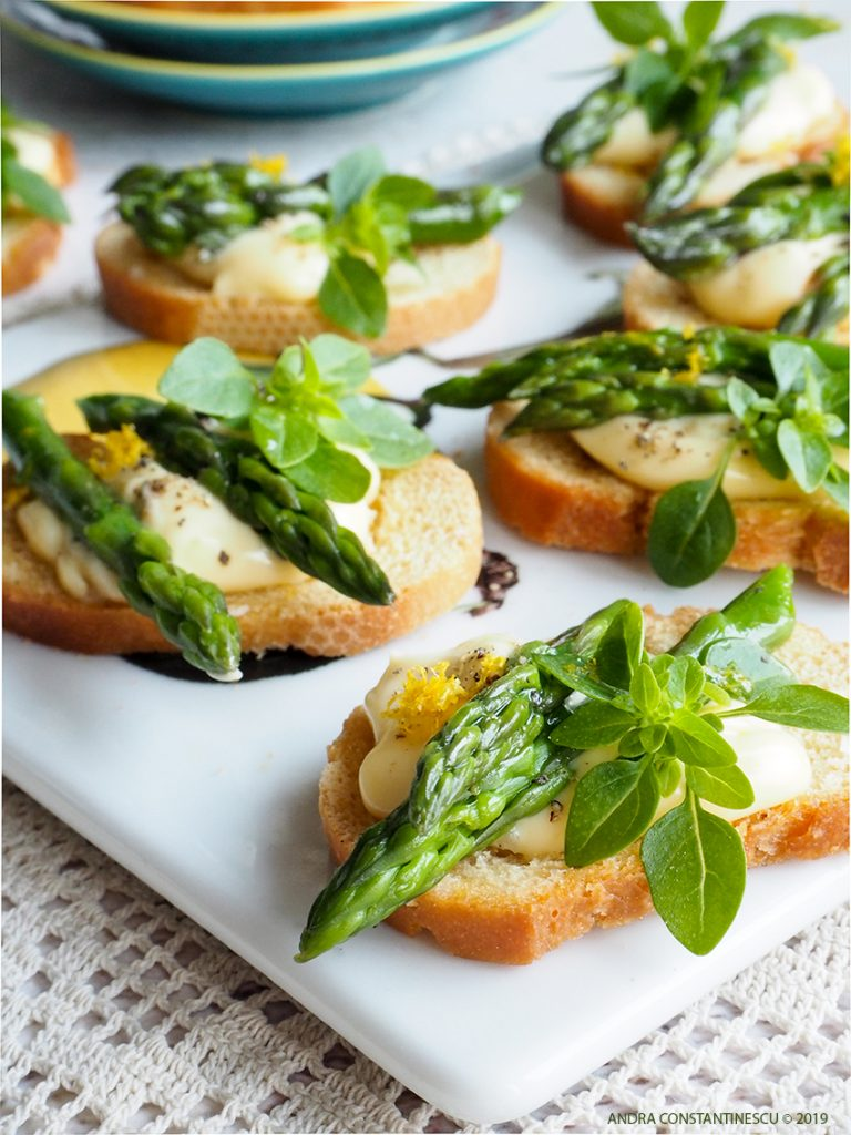 Asparagus crostini with roasted garlic aioli