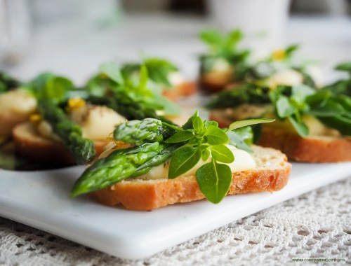 Asparagus crostini with confit garlic aioli