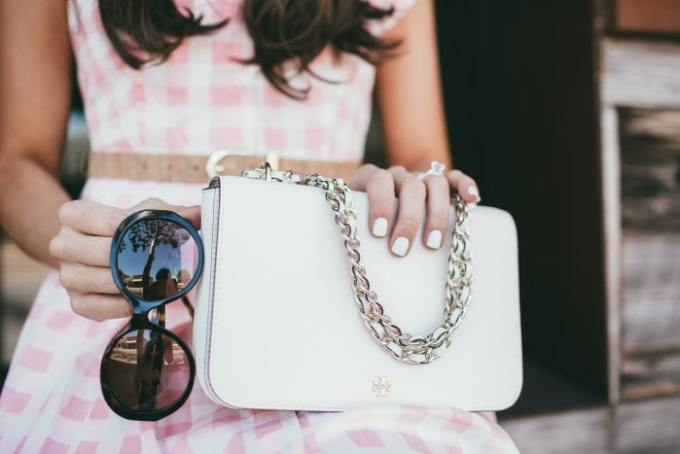 pretty spring accessories! love the white nails with the white bag. this one kind of looks like a chanel without the price tag of a chanel.