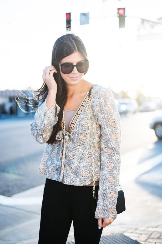 Prettiest bell sleeve top! So perfect for spring and summer styles. I love these classic sunnies too.