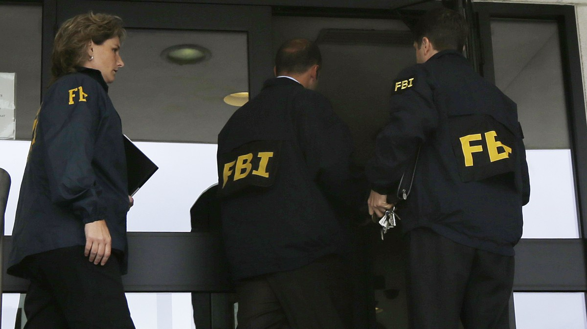 FBI agents enter Trenton City Hall, Thursday, July 19, 2012, in Trenton, N.J.