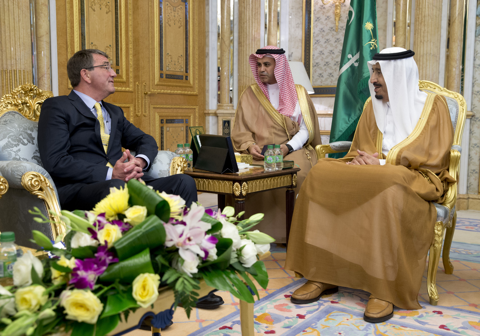 U.S. Defense Secretary Ash Carter, left, meets with Saudi Arabian King Salman bin Abdul Aziz, right, at Al-Salam Palace in Jiddah, Saudi Arabia, Wednesday, July 22, 2015.(AP Photo/Carolyn Kaster, Pool)