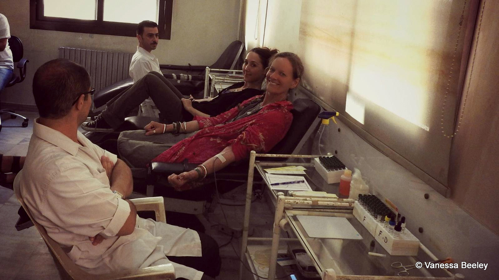 Eva Bartlett and Vanessa Beeley giving blood in Aleppo on Aug. 15, 2016. (Photo provided by Vanessa Beeley)