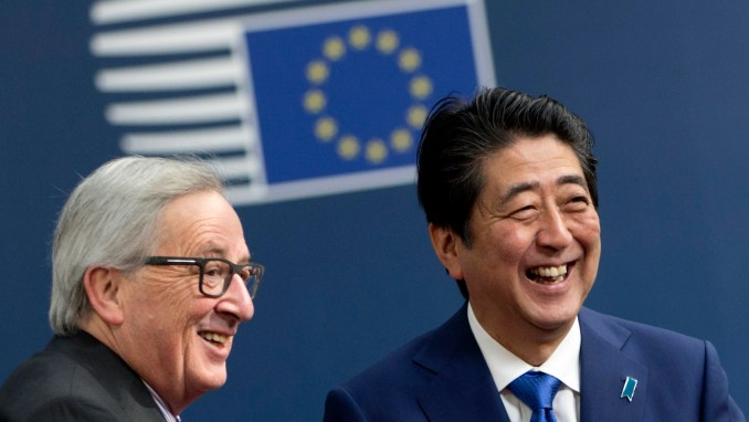 European Commission President Jean-Claude Juncker, left, greets Japanese Prime Minister Shinzo Abe on arrival at the Europa building in Brussels, March 21, 2017. (AP/Virginia Mayo)
