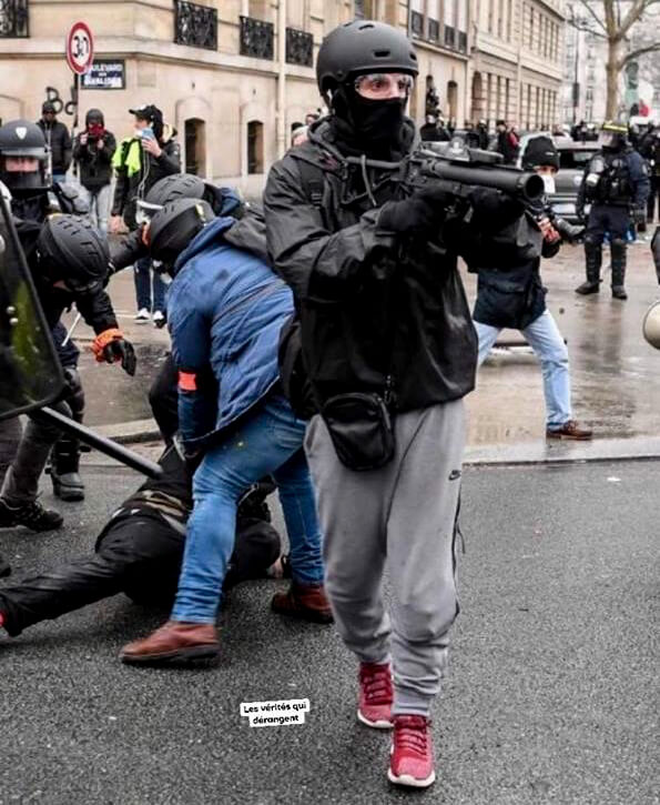 Yellow Vest | Riot Police plain clothes