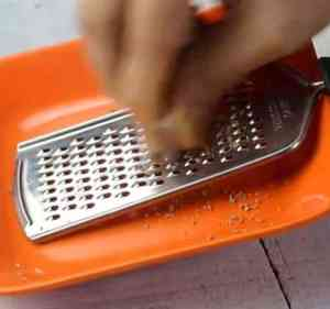 Grater in plate