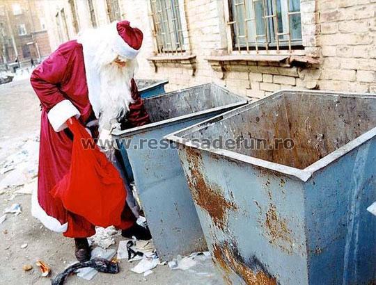 Mos Craciun de Romania gunoier