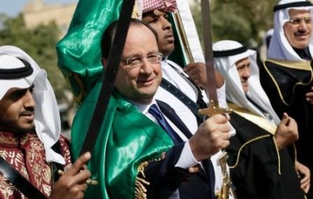 7768382098_francois-hollande-un-sabre-a-la-main-lors-d-une-visite-en-arabie-saoudite-le-30-decembre-2013