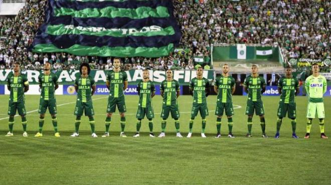 crash-aerien-le-club-de-football-bresilien-chapecoense-endeuille