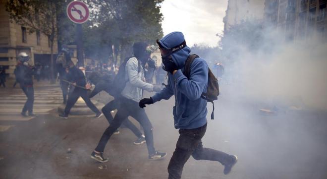 Plusieurs lycées bloqués à Paris pour Théo, une proviseure blessée