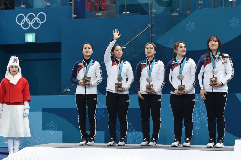 L'équipe féminine sud-coréenne de curling, médaille d'argent des Jeux de Pyeongchang, le 25 février 2018
