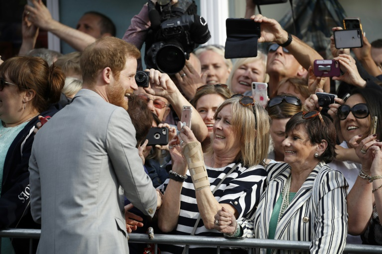 Le prince Harry remercie des fans à Windsor le 18 mai 2018