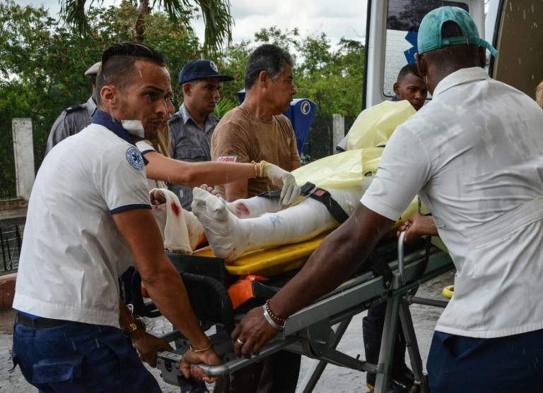 Un survivant du crash arrive à l'hôpital à La Havane, le 18 mai 2018