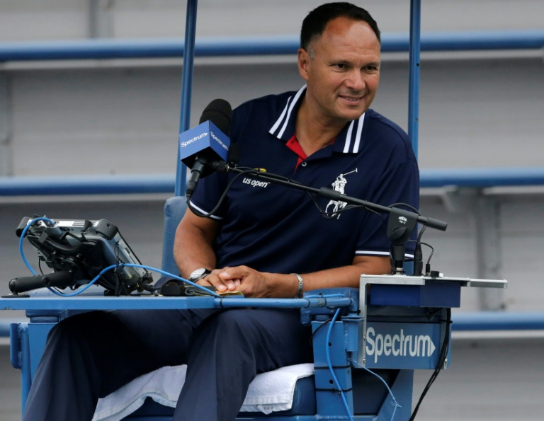 L'arbitre suédois Mohamed Lahyani en charge d'un match du double à l'US Open, le 31 août 2018 à New York