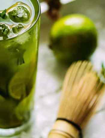 Matcha-Minz Eistee mit Limette