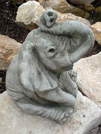 Elefant  Rssel oben