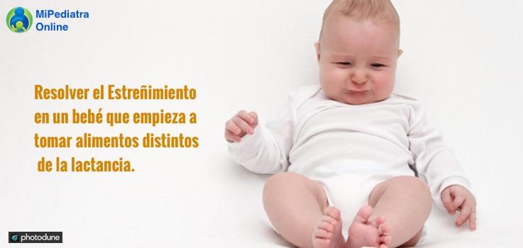 Resolver el estreñimiento en un bebé que está empezando a tomar alimentos distintos a la lactancia