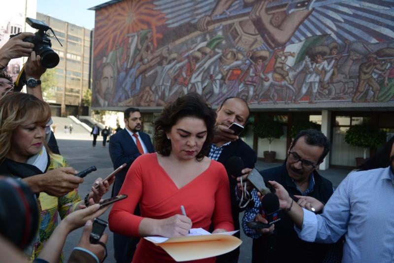Ivonne Ortega pide encuentro de aspirantes priístas