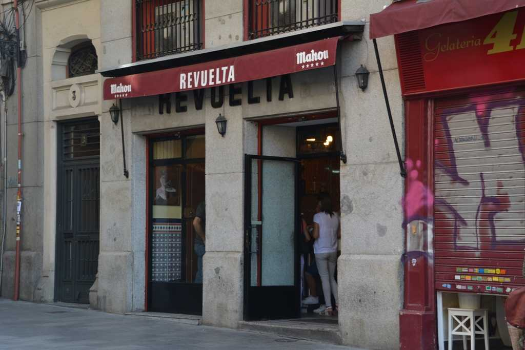 Puerta Cerrada una cruz y un lema de Madrid  Mirador Madrid
