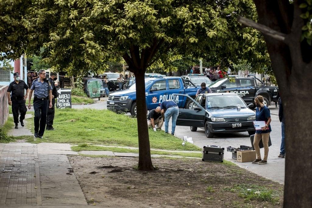 Acribillan a una pareja en una esquina de la zona oeste de Rosario