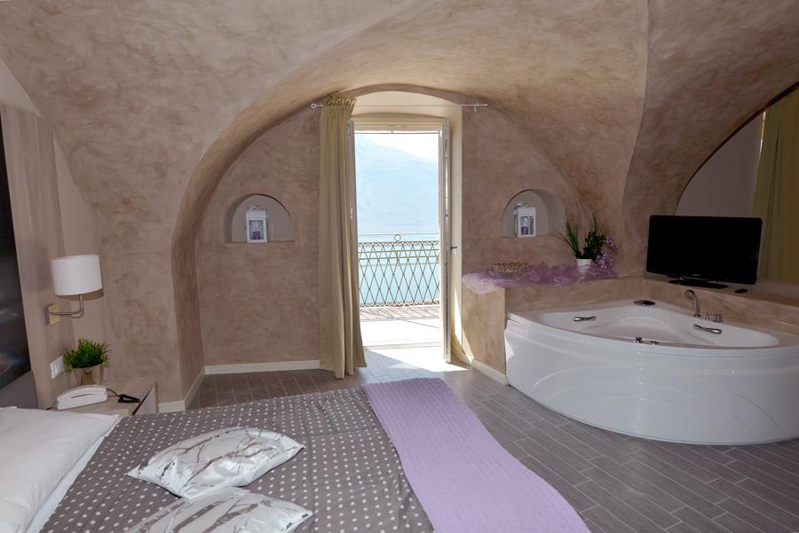 Camere in hotel tre stelle Tremosine lago di Garda