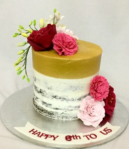 Celebrate a special day with this beautiful silver anniversary cake design! Online Designer Anniversary Cakes Bangalore Custom Designed Wedding Anniversary Cakes Delivered