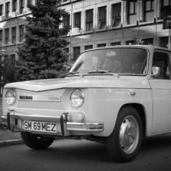 Expozitie de autoturisme Dacia 1100, in centrul Mediasului