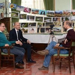 De vorba despre fotografie cu Feri Teglas si Nicolae Bogdan