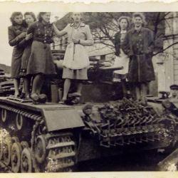 Foto document: General SS si tancuri germane la Biertan