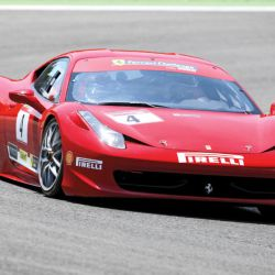 Cu Ferrari pe Hula Baznei