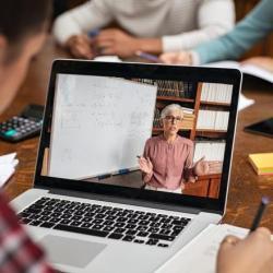Elevii se intorc la invatamantul online