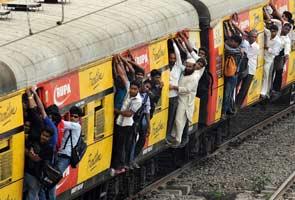 mumbai-local-train-generic-295