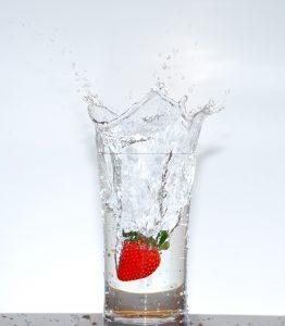 Jak nedostatečný příjem vody způsobuje bolesti hlavy