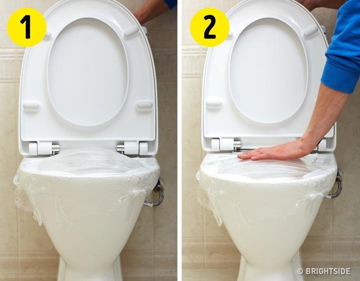 Uvolněte si toaletu pomocí folie