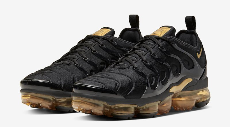 Tenisky Nike Air VaporMax Plus with gold