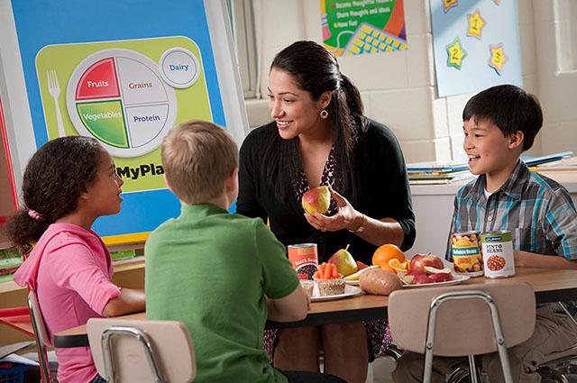 Que tus alumnos se apasionen por la ciencia de una manera fácil y divertida. Desde infantil a bachillerato: charlas, lecciones y talleres a medida donde escoger.