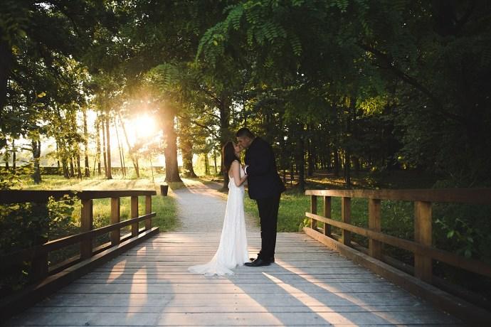 mirela bauer photography touch of love novi dvori wedding session bridge kiss