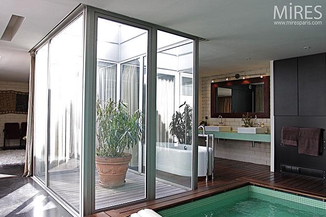 Mini patio et salle deau C0075  Mires Paris