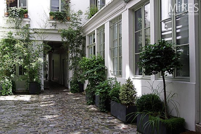 Cour pave parisienne C0092  Mires Paris