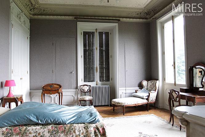 Chambre classique et moulures C0171  Mires Paris