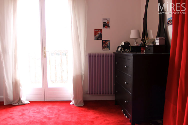 Bedroom and red carpet C0463  Mires Paris