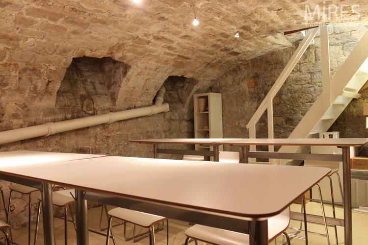 Une cave vote en pierre C0561  Mires Paris