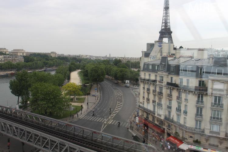 Bureaux vue Tour Eiffel Seine et mtro arien C0579  Mires Paris