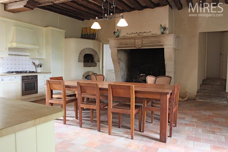 Tomettes dpoque et four  pain dans la cuisine C0573  Mires Paris