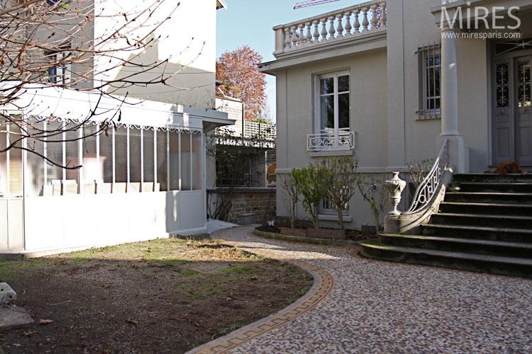 Art Deco villa with garden overlooking the Seine C0646  Mires Paris