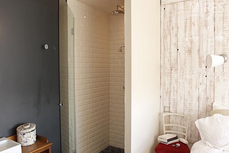 Bois crus blanc au mur pole en cramique blanc C0662  Mires Paris