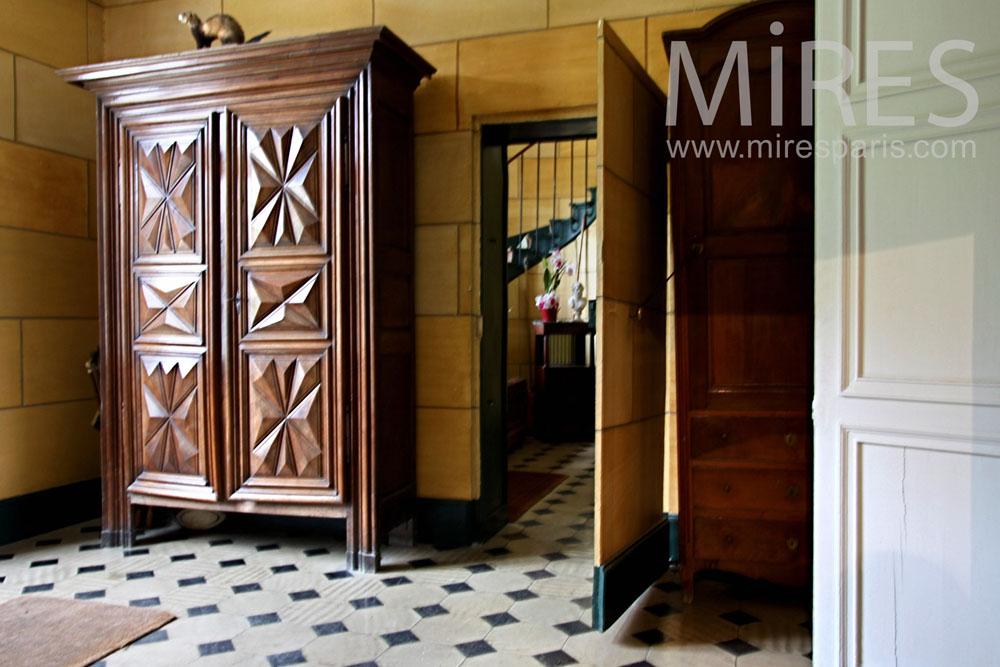 Escalier mtal et bois mur dchiffre en pierre C0926  Mires Paris