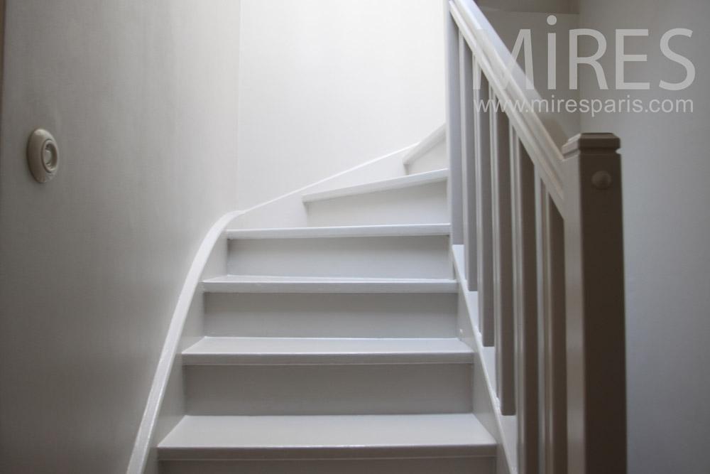 Escalier de bois blanc C1016  Mires Paris
