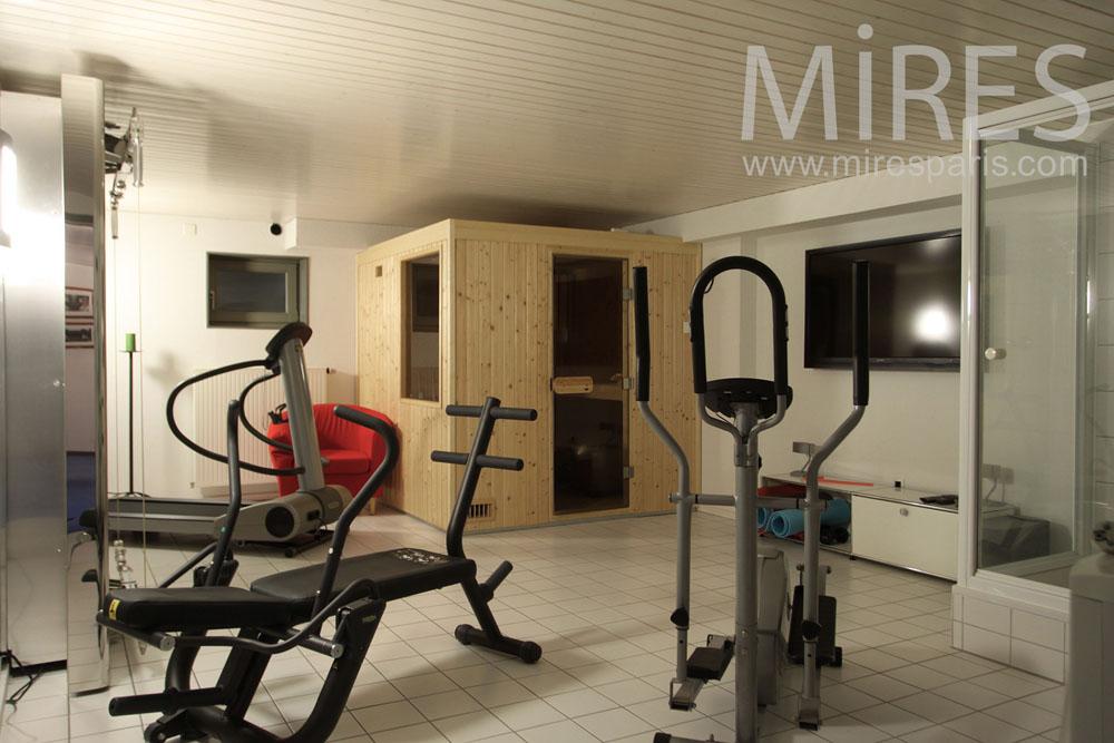 Salle de fitness au soussol C1015  Mires Paris