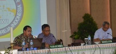 Komisi Karya Misioner, ki-ka: Rm. Nurwidi, Mgr. Edmund, Mgr. Paskalis